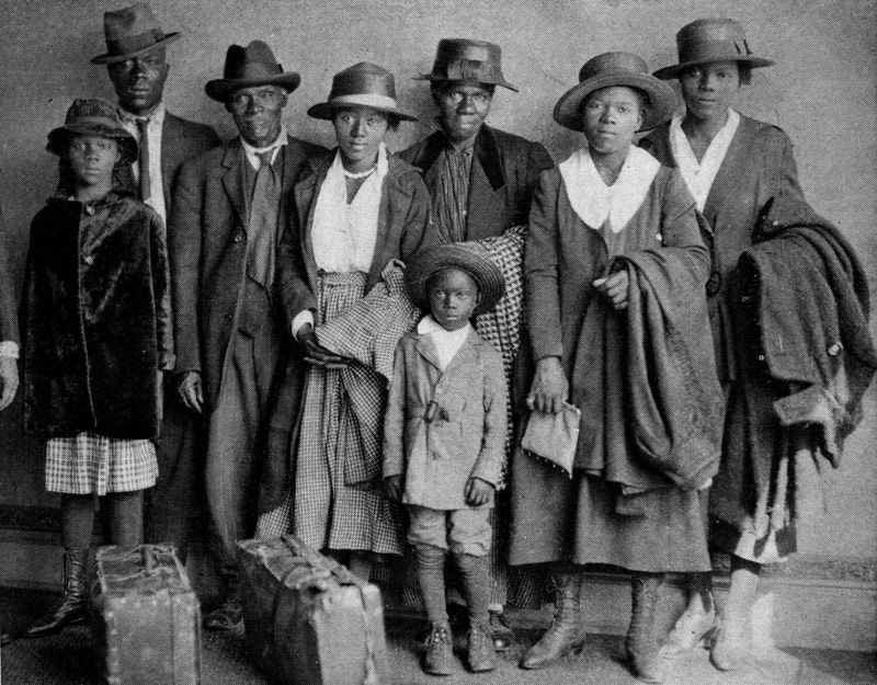Scott and Violet Arthur arrive with their family at Chicago's Polk Street Depot on Aug. 30, 1920, two months after their two sons were lynched in Paris, Texas. The picture has become an iconic symbol of the Great Migration. (Chicago History Museum, Public Domain)
